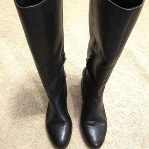 Renvy Reya EUC black boots with pewter chain